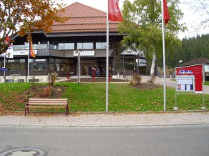 DSCI0286-Der-Ort-Tittisee-Kurhaus-kl