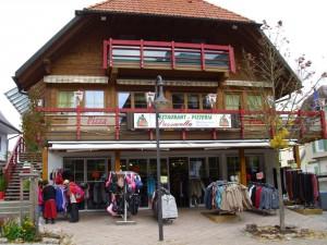 DSCI0298-Der-Ort-Tittisee-Restaurant-2-kl