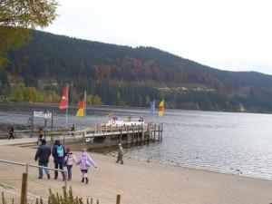 DSCI0304-Der-Ort-Tittisee-Steg-2-kl